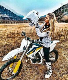 Motocross Tracks, Motocross Girls, Motorcross Bike, Motocross Racing, Motorbike Girl, Girl Dirtbike, Ktm Dirt Bikes, Cool Dirt Bikes, Dirt Bike Girl