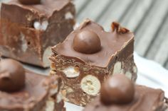 These look soooo good! malteser rocky road, from Mummy Mishaps