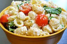 Healthy Pasta Salad, Easy Pasta Salad Recipe, Easy Salad Recipes, Salad Dressing Recipes, Garlic Pasta, Salad Bar, Roasted Garlic, Greek Recipes, Parmesan