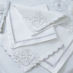 Linen & Cotton Mix Napkins with cutwork details - Cologne & Cotton Mais Cutwork Embroidery, Vintage Embroidery, Embroidery Patterns, Machine Embroidery, Linens And Lace, Heirloom Sewing, Decoration Table, Table Linens, Crochet Placemats