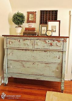Turn your furniture into shabby chic furniture!  Technique Tips for old and new furniture.  If you like the distressed chic look, this site's worth your time!