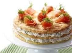 Gluteeniton juusto-lohikakku // Juustoinen pohjalevy on tietenkin gluteeniton ja välissä valoittava lohi-tuorejuustotäyte katkarapujen kera! #suolainenleivonnainen #gluteeniton #provena http://www.provena.fi/fi/resepti/-/p/cheesy-salmon-cake?reid=426589