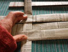 Punottu kori sanomalehdestä       Kierrätä päivän lehti hyötykäyttöön - tee kori   Maakuntalehden yhden päivän numerosta saa yhden korin. ...