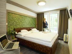 Hotelzimmer - HB1 Design & Budget Hotel Wien Schönbrunn Budgeting, Bed, Interior, Furniture, Austria, Design, Home Decor, Travel, Vienna