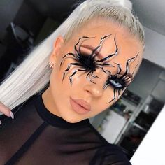 Are you looking for ideas for your Halloween make-up? Check this out for creepy Halloween makeup looks. Halloween Spider Makeup, Unique Halloween Makeup, Halloween Looks, Easy Halloween, Halloween Costumes, Halloween Desserts, Tina Halada, Make Up 3d, Halloween Tutorial