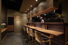 Official website of interior designing office / fan Inc. / Designer Fumihiko Fujii fan Inc. / 株式会社ファンは、藤井文彦の主宰するインテリアデザイン事務所です。飲食店、物販店、ホテル、住宅など、インテリアデザインを中心に様々な活動を行っています。 Japanese Restaurant Interior, Japan Interior, Restaurant Interior Design, Bar, Restaurant Counter, Japanese Shop, Counter Design, House Rooms, Small Restaurants