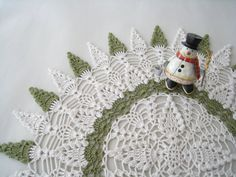 Crochet Round Doily Pine Tree Green and Snow White Lace Tablecloth Centerpiece Shabby Chic Home Decor Unique Gift