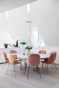 Pink is cheery, sophisticated, and even sexy. Today we will show you 5 pink dining rooms that are the proof of that.