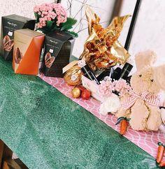 Feliz Páscoa!!! Feriado com família unida com muito amor e claro muitos chocolates rs! Os ovos @kopenhagen_ são os campeões de audiência por aqui... Língua de Gato Nhá Benta Chumbinho um melhor que o outro!