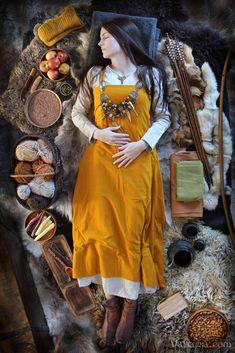 Anglo Saxon Clothing, Viking Clothing, Historical Clothing, Historical Photos, Viking Life, Viking Art, Viking Woman, Vikings, Viking Aesthetic