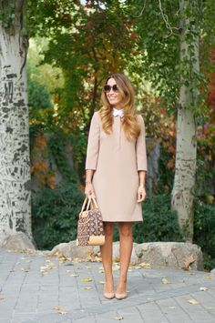 CON DOS TACONES: BEIGE Bowling, Outfit Elegantes, Christian Louboutin, Beige, Dressed To Kill, Elegant Outfit, Elegant Woman, Dress Outfits, Dresses