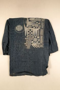 Culture: HAUSA? Locale: NIGER RIVER Country: WEST AFRICA Material: COTTON Dimensions: GARMENT L. 136 (AVERAGE LOOM PIECE WIDTH: 5) (in CM) Technique: STRIP WEAVE, WARP AND WEFT STRIPES (CHECKS), HAND EMBROIDERD. Keywords: ROBE (MAN) Categories: COSTUME, TEXTILE