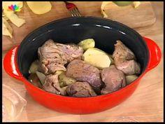 Χοιρινό στη γάστρα με κυδώνια & πατάτες - YouTube Pork, Beef, Youtube, Kale Stir Fry, Meat, Pork Chops, Youtubers, Youtube Movies, Steak
