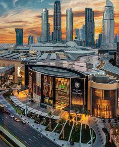 The prestigious Dubai mall . World largest shopping mall. Were are the girls 👧. Dubai Airport, Dubai City, Dubai Mall, World Miracles, Visit Dubai, Amazing Buildings, Futuristic Architecture, Burj Khalifa, Shopping Mall