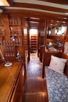 narrowboat interior #houseboat  Shpountz 44-40: vues depuis le carré, la cuisine et la descente principale