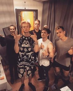The vamps and Martin Jensen Will Simpson, Brad Simpson, Evan And Connor, Meet The Vamps, Artsy Background, Treading Water, Great Albums, Pop Bands, 1d And 5sos