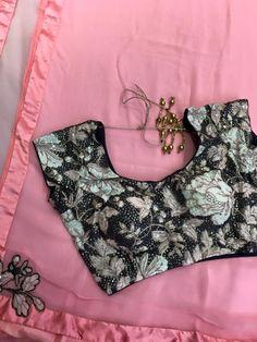 Light pink and Black Platinum Chiffon Saree With Designer Blouse Elegant Fashion Wear, Trendy Fashion, Colour Combinations Fashion, Black Color Combination, Fashion Maker, Fashion Terms, Indian Silk Sarees, Casual Saree, Chiffon Saree