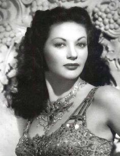 """The Munsters - tv show**I used to love watching the tv show """"The Munsters"""". It only ran from 1964 - The wife, Lily, was played by actress Yvonne de Carlo shown here. [ Source The Munsters Yvonne de Carlo ] The Munsters, Munsters Tv Show, Munsters Grandpa, Munsters House, Yvonne De Carlo, Vintage Hollywood, Hollywood Glamour, Hollywood Stars, Classic Hollywood"""