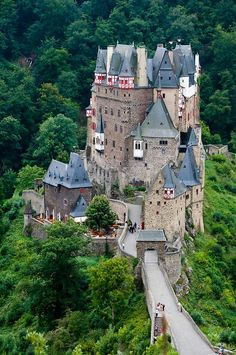 one night in a castle.any castle - any day will do! Burg Eltz Castle in Germany May Beautiful Castles, Beautiful Buildings, Beautiful Places, Beautiful Forest, Amazing Places, Burg Eltz Castle, The Places Youll Go, Places To Visit, Photo Chateau