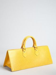 For some women, purchasing an authentic designer bag isn't something to dash into. Because these bags can certainly be so high priced, women typically agonize over their choices before making an actual handbag purchase. Beautiful Handbags, Beautiful Bags, Handbags Online, Purses And Handbags, Ladies Handbags, Vintage Purses, Vintage Louis Vuitton, Mellow Yellow, Louis Vuitton Handbags