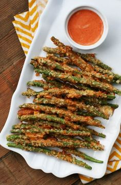 Green bean fries: #paleo #whole30 A crispy Parmesan crust makes these irresistible. 5 minutes to prep! Click through for recipe.