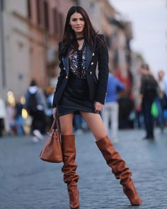 Brown thigh high boots combined with very short skirt - Camel Boots, Brown Boots, Leather Boots, Brown Thigh High Boots, High Heel Boots, Heeled Boots, Sexy Stiefel, Botas Sexy, Slouchy Boots