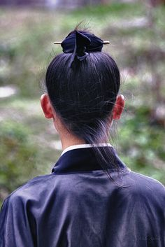 Chinese Daoist hair style which was also traditional Chinese commoner's hair style