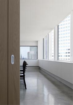 Slattery Office by Elenberg Fraser / meeting