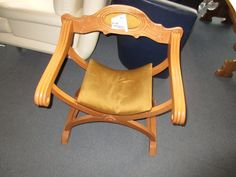 Römischer Stuhl bei HIOB Muttenz  #Schnäppchen #Trouvaille