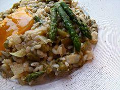 Risotto agli asparagi con tuorlo d'uovo liquido