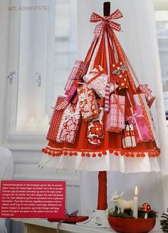 Advent Packages Strung on an Umbrella. Advent Calenders, Diy Advent Calendar, Countdown Calendar, 12 Days Of Christmas, Christmas Paper, Christmas Countdown, Holiday Crafts, Holiday Decor, Jingle All The Way