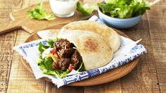 this delicious lamb pita flavoured with lemon, garlic and onion and topped with sour cream and cheese. Pita Pockets, How To Read A Recipe, Easy Family Dinners, Looks Yummy, Wrap Sandwiches, Freezer Meals, Sour Cream, Juice 3, Lamb