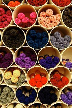 New craft room storage yarn display Ideas Wool Shop, Yarn Shop, New Crafts, Yarn Crafts, Crochet Yarn, Knitting Yarn, Knitting Storage, Knitting Needles, Yarn Display