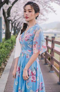 Back Zip Closure Floral Wrap Dress CHLO.D.MANON | #floral #dress #feminine #koreanfashion #kstyle #kfashion #springtrend #dailylook