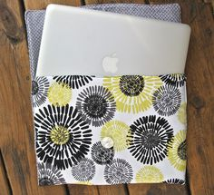 Laptop / Kindle / I-Pad Sleeve Tutorial Sewing Tutorials, Sewing Crafts, Sewing Projects, Projects To Try, Crafty Projects, Craft Tutorials, Sewing Ideas, Sac Granny Square, Diy Laptop