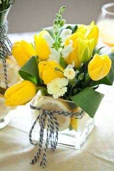tulip-flower-arrangements-ideas-for-spring-living-room-apartment (11)