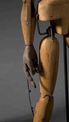 The 'Little Girl Giant' of Royal de Luxe, animated by a team of puppeteers … In part one I gave a brief overview of the marionette. In part two I hope to offer encouragement to pa…