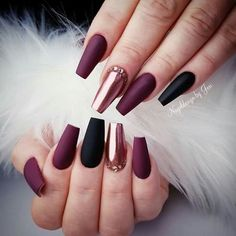 Manicure Trend Fall Winter 2018 Easy to .-- Manicure Trend Fall Winter 2018 Easy to . Manicure Trend Fall Winter 2018 Easy to make, black lacquer and … Purple Nail Designs, Winter Nail Designs, Nail Art Designs, Nails Design, Burgundy Nails, Purple Nails, Black Nails, Purple Gold, Matte Nails