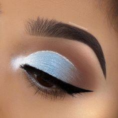 Glitter Blue Cut Crease Augen Make-up Chelsea Tiscareno Makeup Le maquillage est us Blue Eye Makeup, Eye Makeup Tips, Makeup Goals, Makeup Inspo, Eyeshadow Makeup, Makeup Inspiration, Beauty Makeup, Dark Eyeshadow, Makeup Ideas