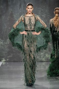 Ziad Nakad Fall 2018 Runway Pictures : Ziad Nakad at Couture Fall 2018 - Runway Photos Ziad Nakad at Couture Fall 2018 - Runway Photos Haute Couture Gowns, Style Couture, Haute Couture Fashion, Couture Dresses, Fashion Dresses, Green Fashion, Look Fashion, Fashion Show, Fashion Goth