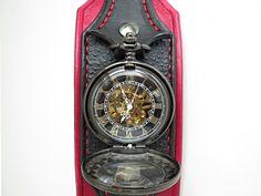 Steampunk+vreckové+/+náramkové+hodinky+červená+/+č+Náramok+je+vyrobený+z+pravej+kože+(+zákazková+výroba+)+Farba:+červená+a+černá+Šírka:+6+cm+Hodinky+mechanické+(+naťahovacie+)+bez+baterky+Vyrobím+podľa+požiadavky.+Potrebujem+Váš+obvod+zápästia.+Hodinky+vyrobím+podľa+požiadavky+tak+aby+sedeli+na+vašu+ruku.+Pred+kúpou+mi+napíšte+správu+a+všetko+upresníme