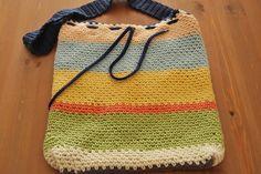 Bolso de verano a crochet tejido con Drops Paris.