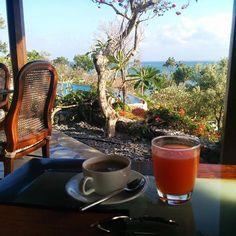 Coffee & Juice is exactly us in drink form 🍹☕️ #View #tourist #asia #indonesia #bali #travelphotography #traveltheworld #islandlife #honeymoon #traveltheworld #travelgram #wanderlust #bucketlist #travelholic #sea #ocean #photooftheday #travel #fsbali #fourseasons #nofilter #breakfastwithaview