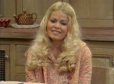 Sally Struthers as Gloria Bunker Stivic - Sitcoms Online Photo . Sally Struthers, Carroll O'connor, Pasadena Playhouse, Archie Bunker, 70s Tv Shows, All In The Family, Humphrey Bogart, Old Tv, Classic Tv