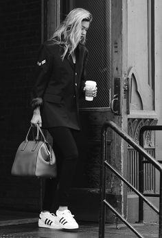 "krxnik: ""hellinxm: ""Gigi Hadid Source: "" Krxnik - It's not what you think. Minimal Fashion, Love Fashion, Inspiration Mode, Fashion Inspiration, Style Snaps, Gigi Hadid, Bella Hadid, Swagg, Autumn Winter Fashion"