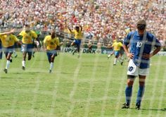 Roberto Baggio's infamous missed penalty at World Cup USA 1994 Más