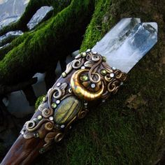 spinningcastle:  KEEPER OF SECRETS. Twin Crystal Wand.