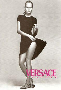 Versace Campaign Couture SS 1996 Amber Valletta by Richard Avedon Gianni Versace, Donatella Versace, Versace Versace, Fashion Cover, 90s Fashion, Vintage Fashion, Fashion Weeks, Style Fashion, Womens Fashion