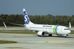Sun Country Airlines (Transavia Airlines) Boeing 737-8K2 (PH-HZI) by ChicagoKoz, via Flickr