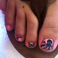 Heather got the octopus pedicure also, but with a pink grey combo! So cute, thanks for coming in :) this look is priced at $43 #nails #nailart #pediart #toeart #cnd #vinylux #octopus #octopusnails #seatoes #nailsbybreasha